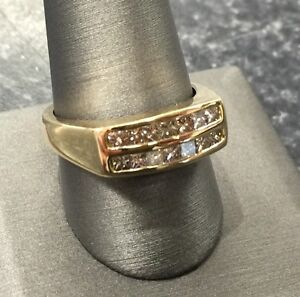 MENS 18CT YELLOW GOLD & DIAMOND RING Lawnton Pine Rivers Area Preview