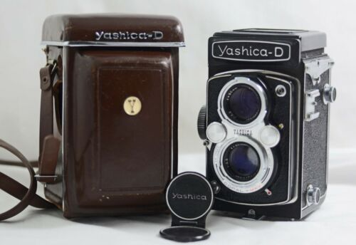 VINTAGE YASHICA D TLR 120 FILM CAMERA WITH CASE (NEAR MINT)