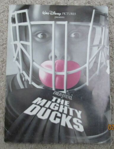 THE MIGHTY DUCKS ORIGINAL MOVIE PRESS KIT 1992 EMILIO ESTEVEZ 4 PHOTOS HOCKEY