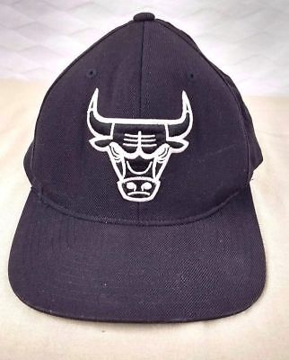 CHICAGO BULLS HAT NBA Mitchell and Ness VINTAGE BLACK Embroidered Snapback Truck