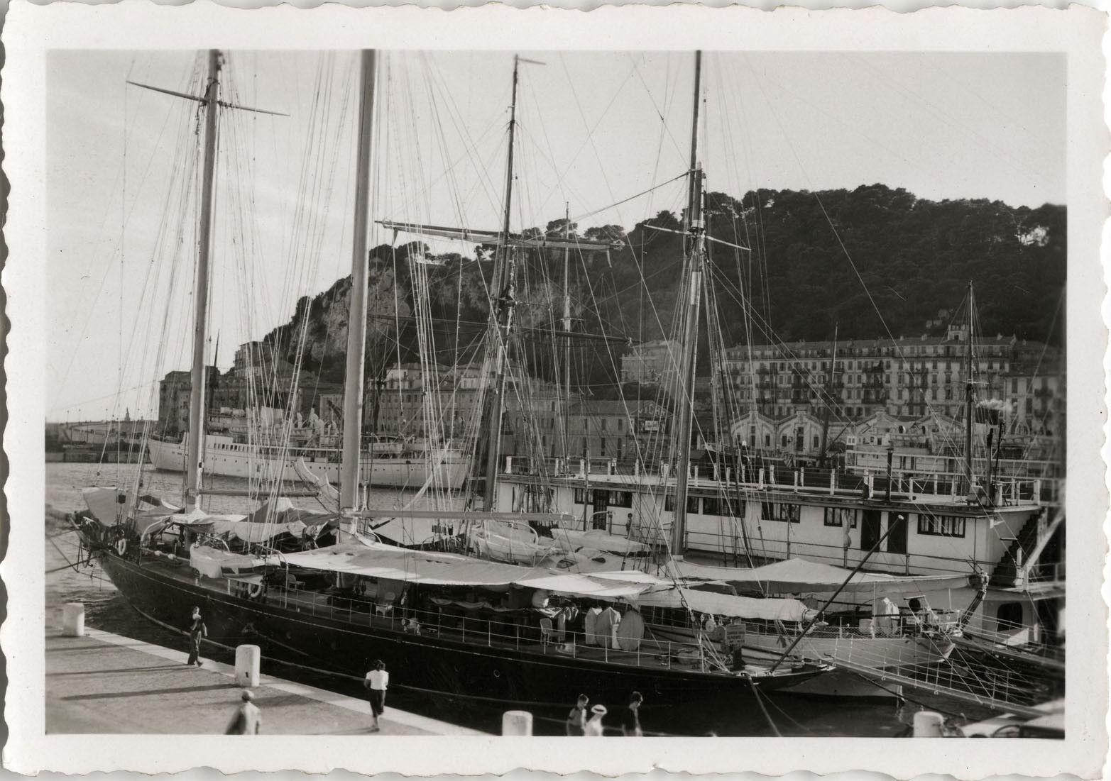 Photo ancienne - vintage snapshot - bateau yacht voilier nice - boat