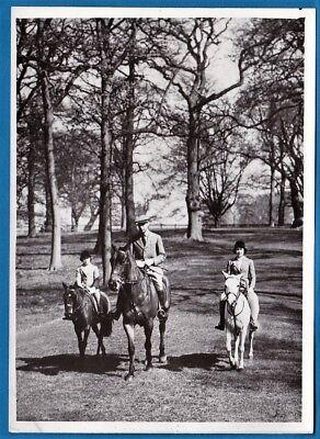 vintage photo king George VI queen Elisabeth 13 old & Margaret on horse UK 1939