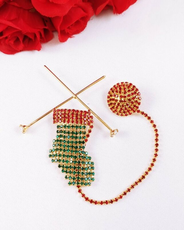w Vintage Red Green Rhinestone KNITTING CHRISTMAS STOCKING Chatelaine PIN Brooch