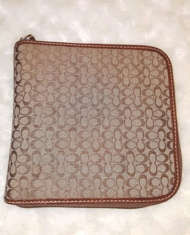 "COACH Signature ""C"" Brown  CD Zip Around Case 12 CDS"