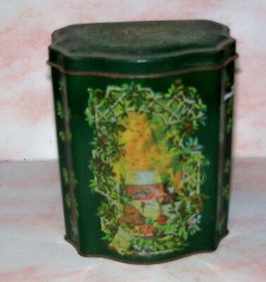 Vintage Beautiful Dark Green Holiday Scene Tea Tin Avon Christmas 1981 England