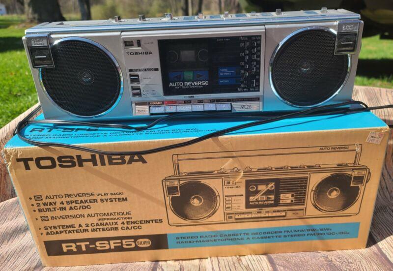 Toshiba Stereo Radio Cassette Recorder RT-SF5 Silver - with orginal box!! Workin