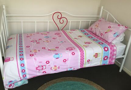 Wanted: Metal frame sweet heart day bed complete