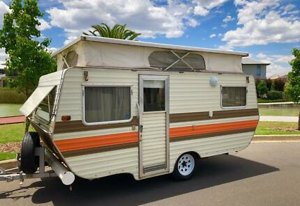 Caravan poptop / Millard (Double bed & 3 way fridge)