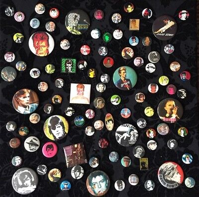 David Bowie Art Installation made of Vintage Buttons Pins Sammlung