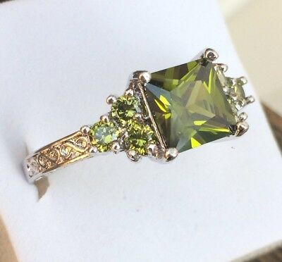 AD279 Art Deco / Vintage 10kt White Gold Peridot Scroll Claw Ring Size R