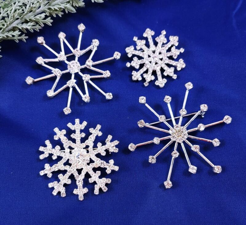 W) 4 Vintage Clear Rhinestone SNOWFLAKE HOLIDAY CHRISTMAS BROOCH PIN Silver LOT