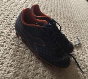 Girls soccer shoes - size 4