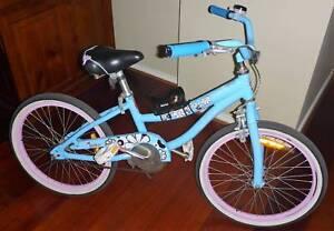 Girls Bike Blue DiamondBack approx 49cm Wheels, Taylors Hill Vic