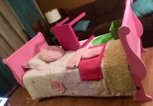 Pink sleigh bed