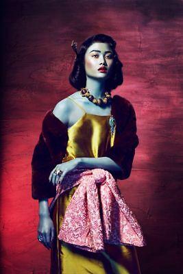 Asiatische Kleidung (Gerahmter Druck - Wunderschön Asiatische Frau in Traditionell Kleidung)