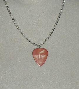 ED-SHEERAN-CHAIN-NECKLACE-PLECTRUM-IN-PACKAGING-IDEAL-GIFT-PRESENT