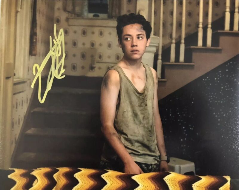 ETHAN CUTKOSKY HAND SIGNED 8x10 PHOTO SHAMELESS CARL GALLAGHER AUTHENTIC RARE