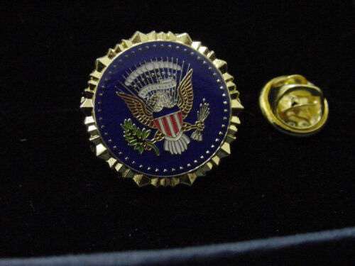 PRESIDENT DONALD TRUMP  LAPEL PIN .WEST WING