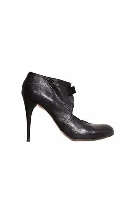 - CHLOE Round-Toe Leather Pumps Size: 37