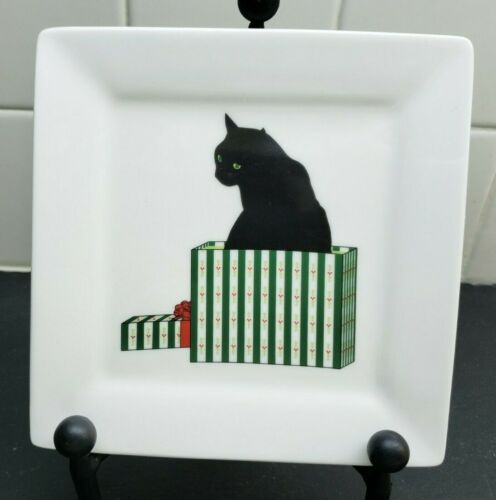 "Sue Boettcher  Black Cat on  Gift Box 5 7/8"" Square Plate Cadeau Christmas"