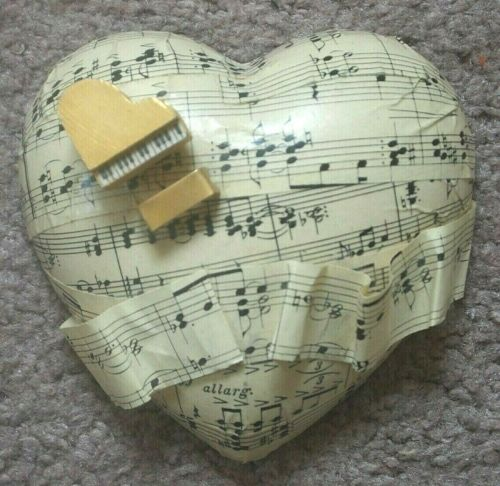 HEART w/ SHEET MUSIC & PIANO w/ Bench Wendy Isaacson Collection HeartArtUSA 1996