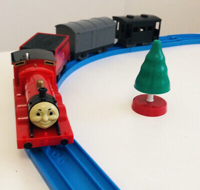 """TOMY Trackmaster Thomas & Friends """"JAMES"""" 1994 w/ Troublesome T & Black Caboose"""