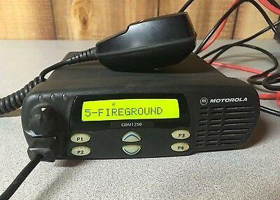 Motorola Cdm1250 Vhf Mobile Radio 136-174 Mhz Aam25kkd9aa2an With Microphone