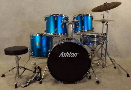 Beginners 5pce drum kit in blue glitter finish [DK 0875]