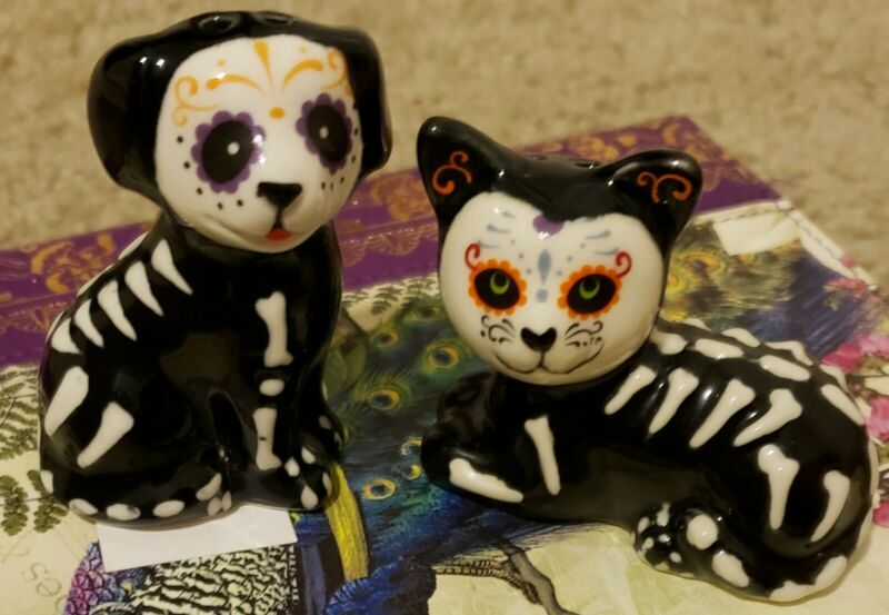Day Of The Dead Salt Dog And Pepper Cat Shaker Set!  NWT!