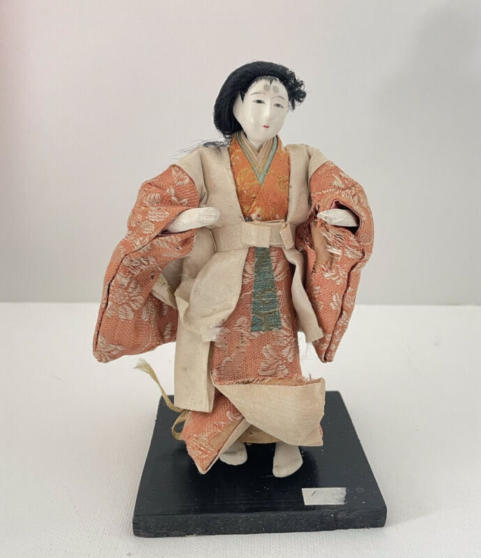 Vintage Japanese Doll: Standing Woman (Z21)
