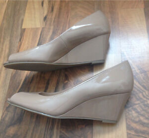 SELLING | Nude Peep-Toe Wedges