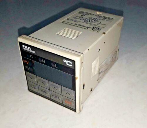 Fuji Electric PYZ4TAY2-1Y Temperature Controller PYZ4