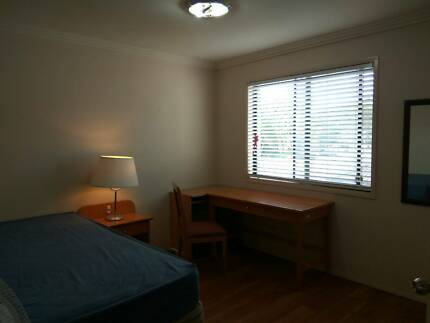 Southport CBD nice room to let 150pw walk to everthing