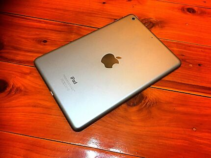 Retina Screen SuperSlim•Fast iPad 32GB As New Condition Grey Edition