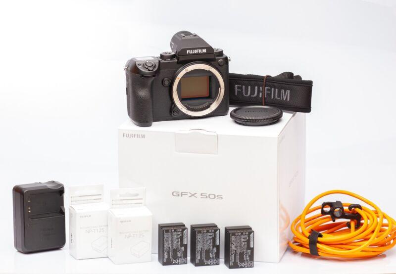 Fuji GFX 50s in OVP inkl. 3x Batterie + TetherTools Kabel