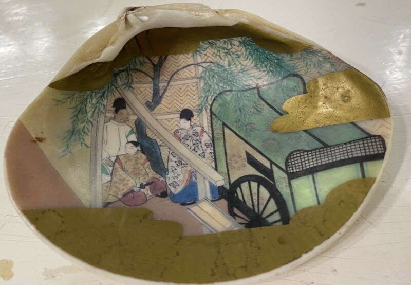 Vintage Hand Painted Figures Ornate Kaiawase Japanese Sea Clam Shell Game Gilt
