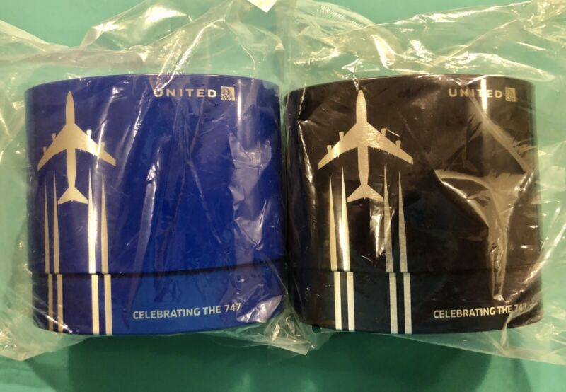 2 UNITED AIRLINES 747 FAREWELL BUSINESS CLASS AMENITY KITS IN 2  BLUES
