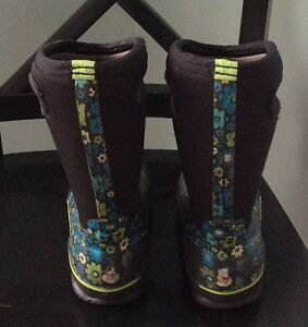 Kids Girls Winter Tall Bogs Boots Size 2 Flowered Cambridge Kitchener Area image 4