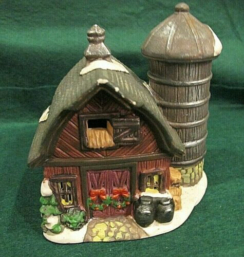HO Scale porcelain lighted building Barn with silo