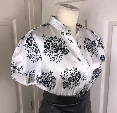 (Shiny Black & White Blouse Size 16 44