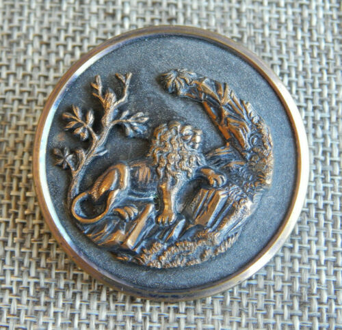 """Antique Vtg Button Lion in a Lush Valley~Apx:1-1/2""""~#703-F"""