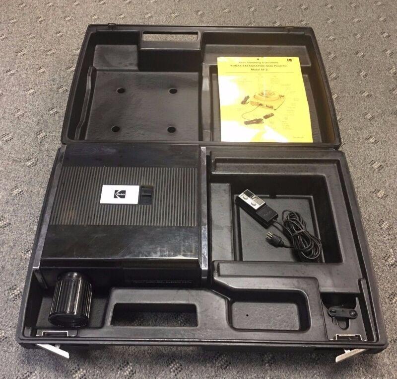 Kodak Ektagraphic AF-2 Carousel Slide Projector w/Zoom Lens, Case & Remote