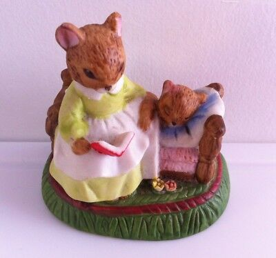Bedtime stories with Sweet Mother and Baby Mouse.