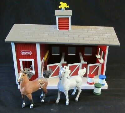 Breyer Animal Creations Stablemates Red Stable Barn with 2 Horses & 3 Barrels