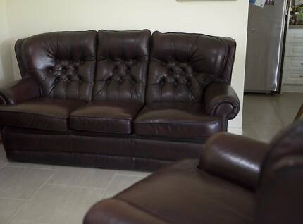 3 Piece Leather Lounge. Chesterfield/classic style