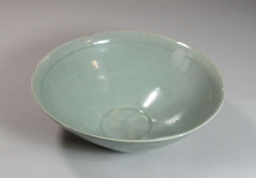 A Fine/Beautiful Korean Sea-Green  Goryo Celadon Foliate Rim Bowl-12th C.: