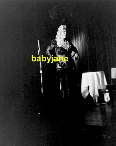 176 MAE WEST CANDID ON STAGE DURING NIGHCLUB PERFORMANCE PHOTO