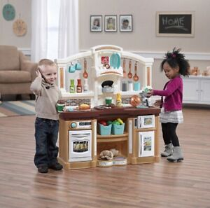 Step 2 Fun with Friends Kitchen (BRAND NEW)