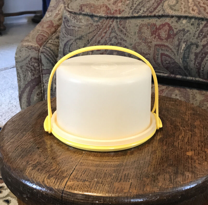 Vintage Tupperware Toy mini-Yellow Cake Taker/Carrier w/ Handle