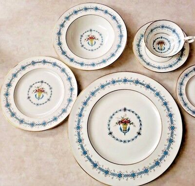 Elizabeth 5 Piece Place (Coalport Queen Elizabeth 5 Piece Place Setting Pattern 9449 Vintage )